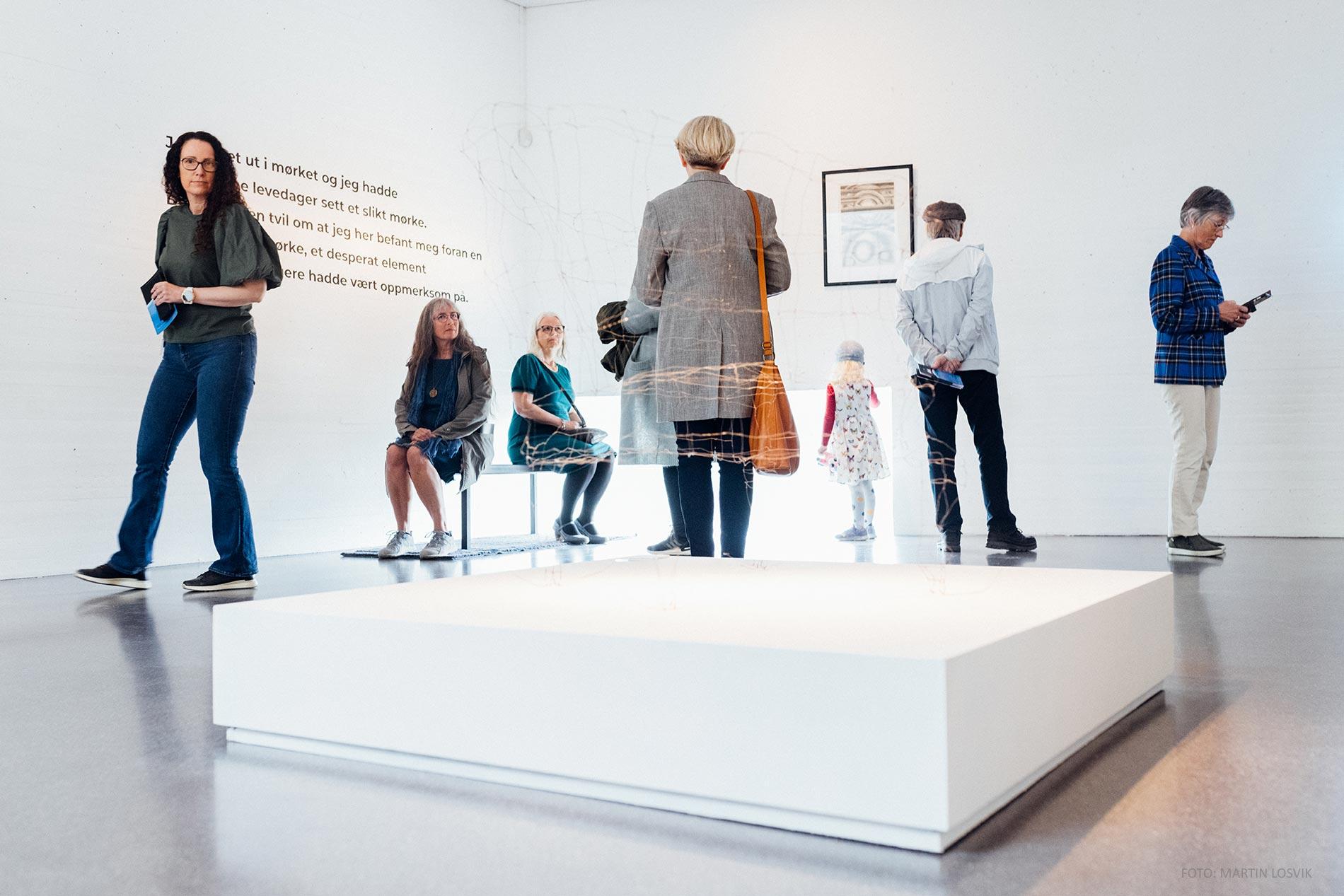 folk i utstilling - Hamsunsenter