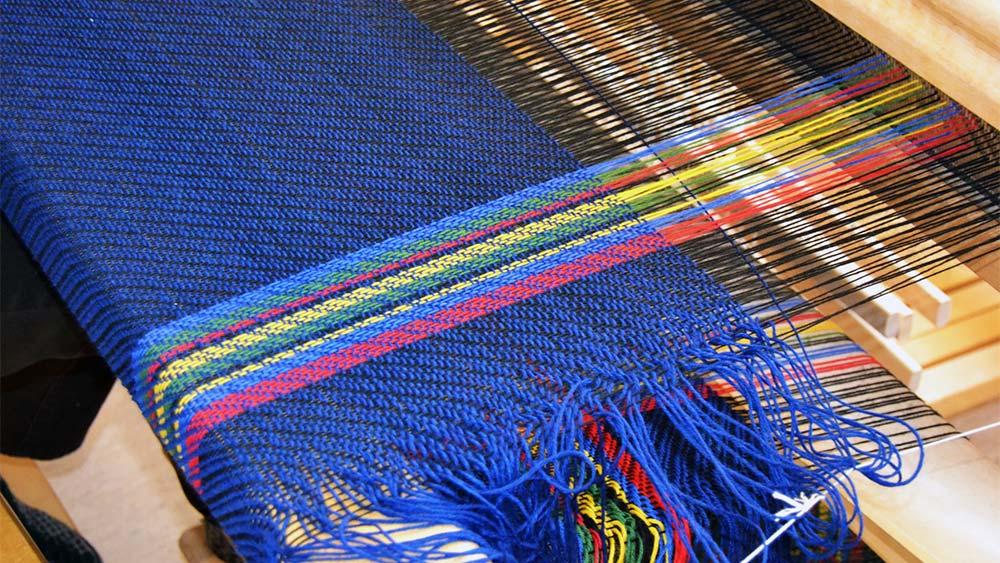 vevevt stoff i samsiske farger