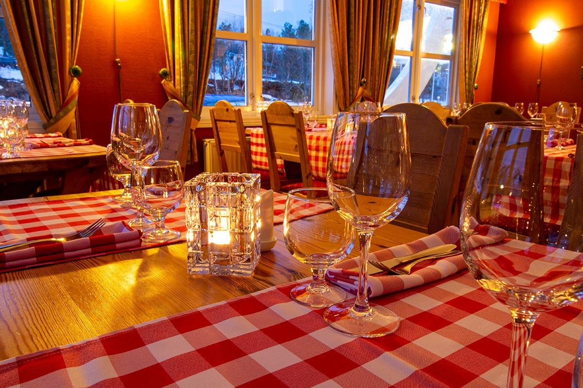 restaurant, dekket bord spisested i Hamarøy